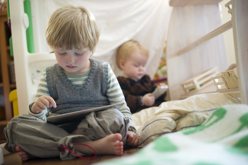 10 причин негайно забрати у дитини планшет і смартфон – Kenguru a572a7f8de42e
